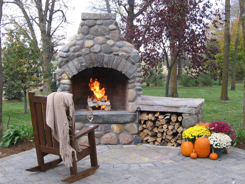 Outdoor fireplaces fire pits kitchens green meadows inc for Where to buy outdoor fireplace
